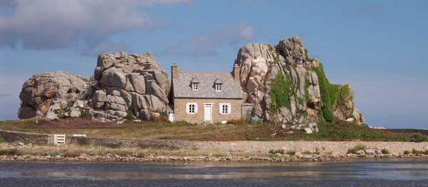 casa no meio das rochas frança